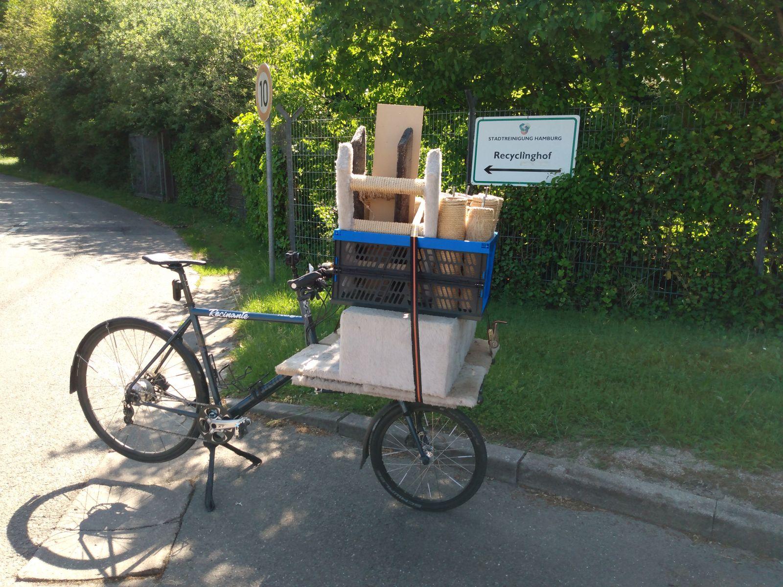 Mit dem Rad zum Recyclinghof.jpg
